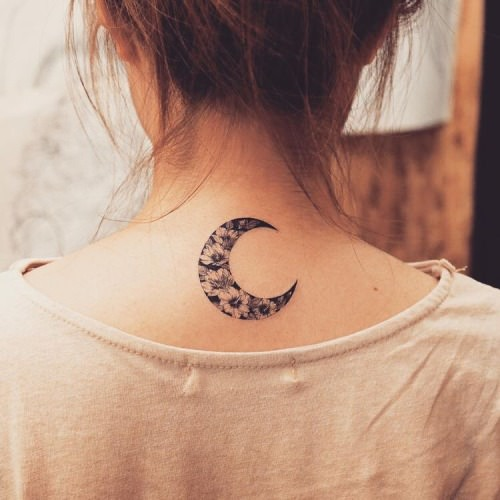 bba578658 Neck Tattoo Pain – How Much Do They Hurt?